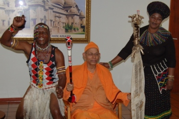 Swami Smarananandaji Maharaj with a dignitary couple from Black community in their traditional costumes