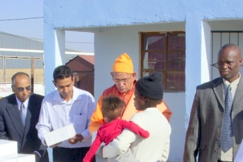 Swami Smarananandaji giving breads etc to the Black children of Ramakrishna Quedisisi Creche
