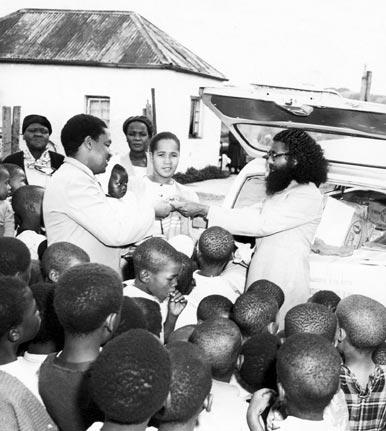 Swami Nischalananda, Founder of the Ramakrishna Centre of SA feeding the hungry