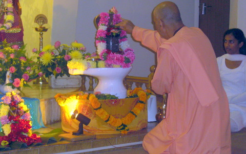 Offering holy Vilva leaves to Shivalinga at Sri Sarada Devi Ashram