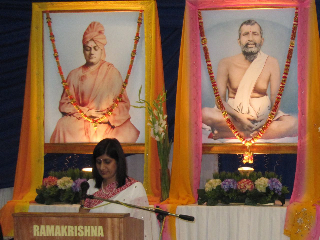 Ms Aruna Chetty addressing the audience