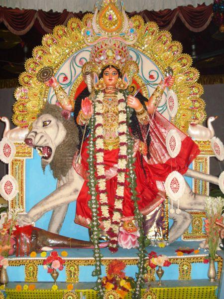 http://vimokshananda.files.wordpress.com/2009/10/450px-2006-11-01_jagaddhatripuja5_06_009.jpg