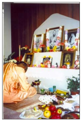 Swami Sarvatmanandaji in worship of Holy Trio