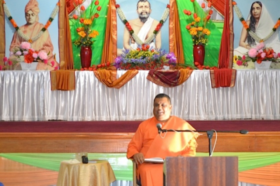 Swami Saradaprabhananda addressing the audience...