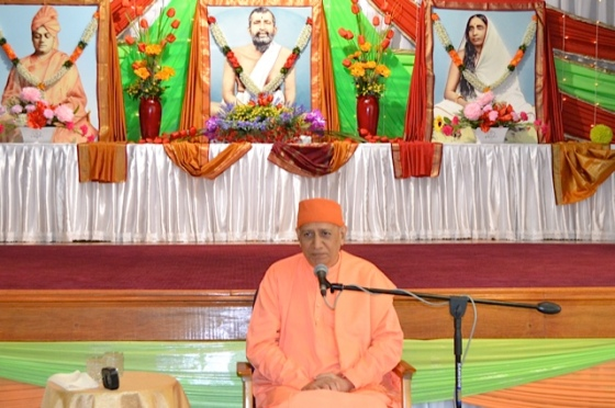 Swami Vimokshananda addressing the audience...