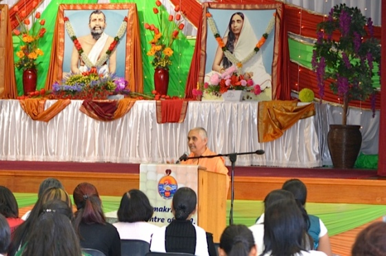 Pravrajika Ishtaprana conducting closing prayers...